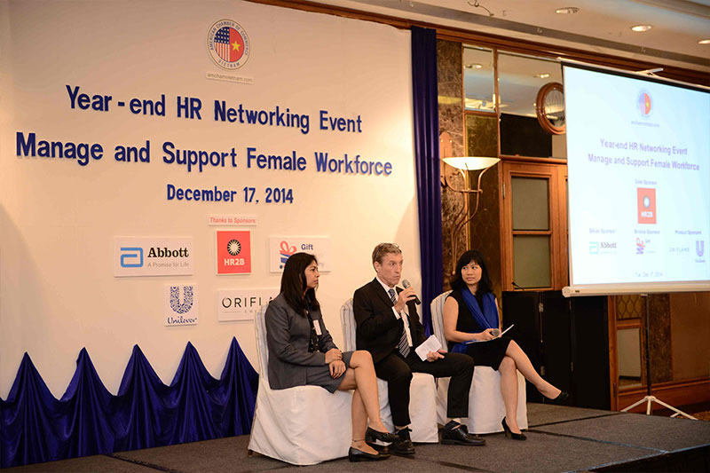 HR2B Sponsors Year-end HR Networking Event